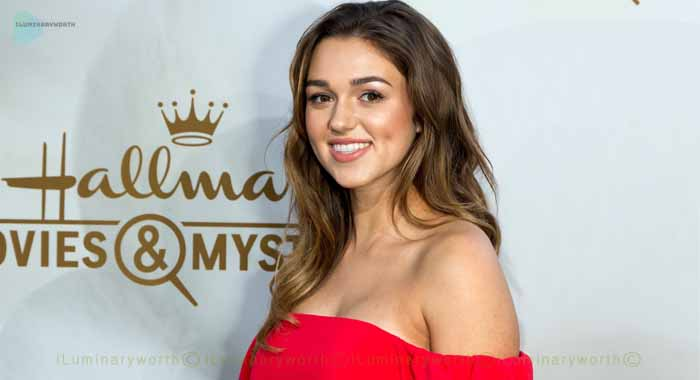 Sadie Robertson Net Worth – Is She Married to Christian Huff ?